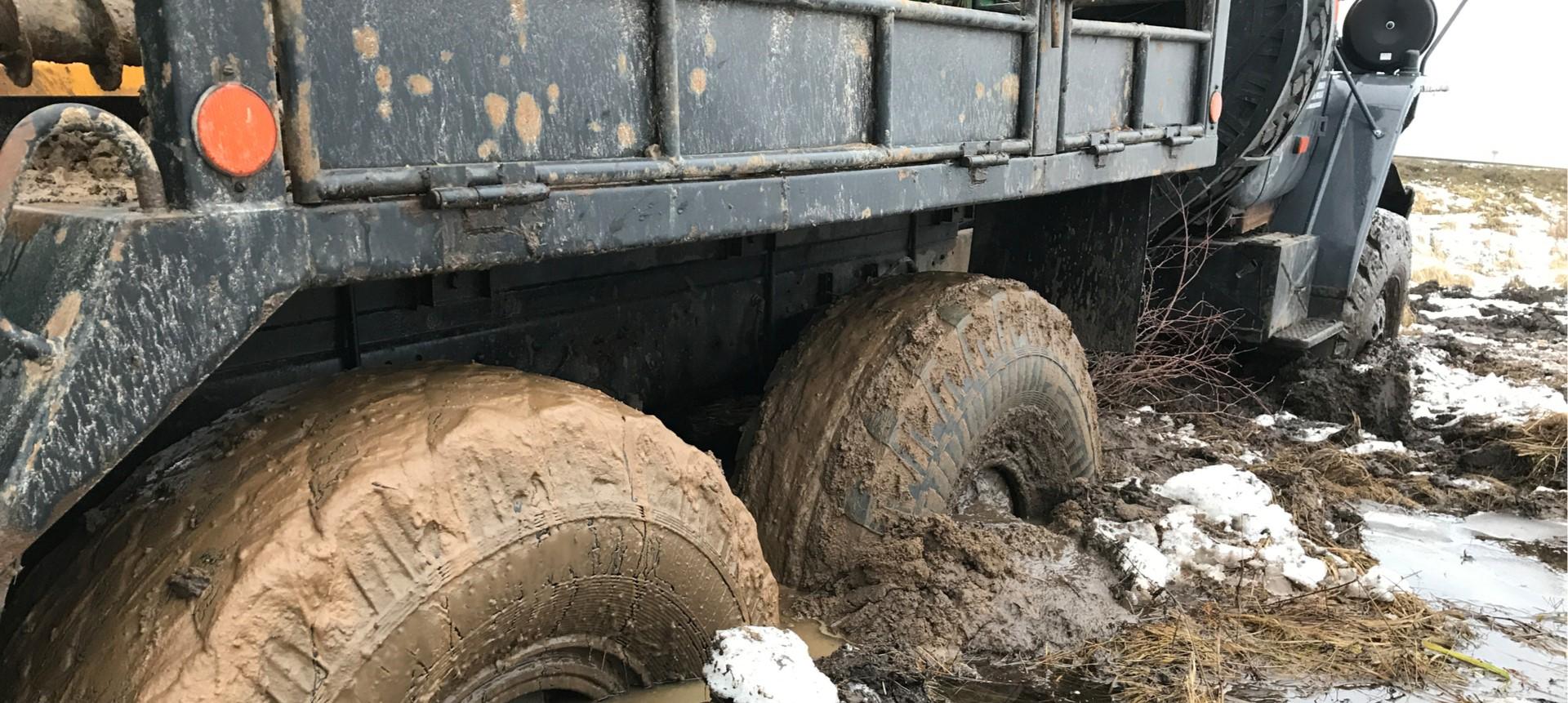 גרירה וחילוץ מהשטח משאיות